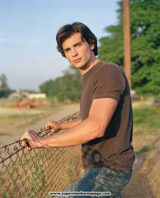 http://www.supermanhomepage.com/images/smallville/tom-welling1.jpg